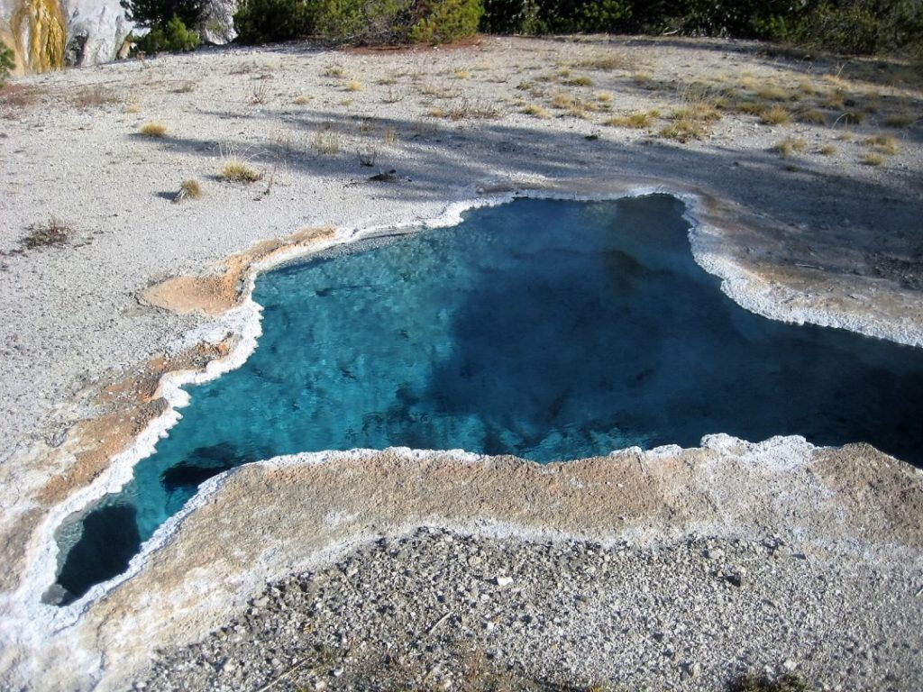 yellowstone blue pool